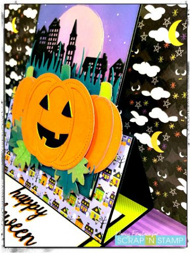 Side view of the easle card, with the cute pumpkin
